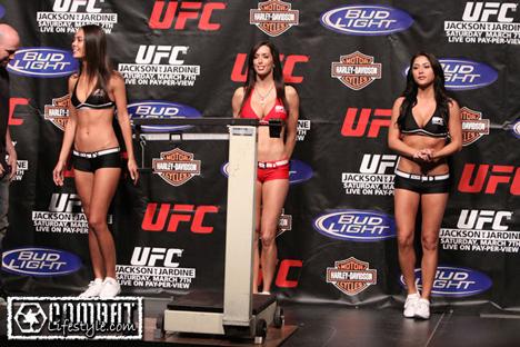 Ринг-девушки на UFC 96  - Logan Stanton, Arianny Celeste и Edith Larente