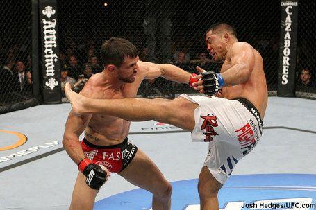 Марк Муньос vs Аарон Симпсон UFC 123