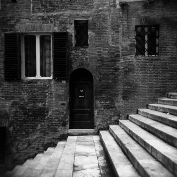 Historic-place-black-and-white-photo