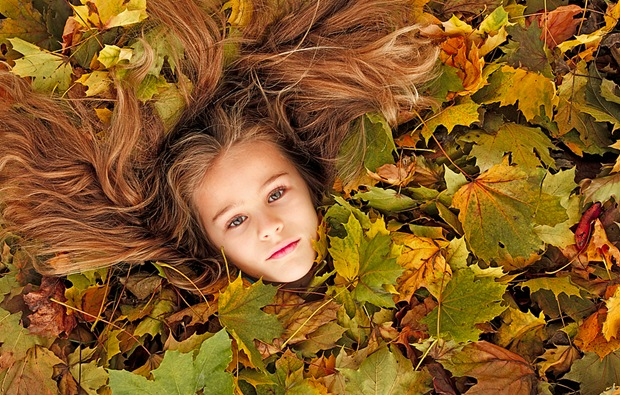 Fall-beauty-photography: Girl and autumn leaves