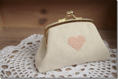 Heart frame Purse.endemarta.etsy.com