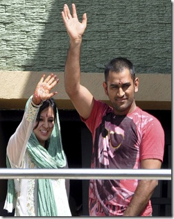 $12% dhoni with wife