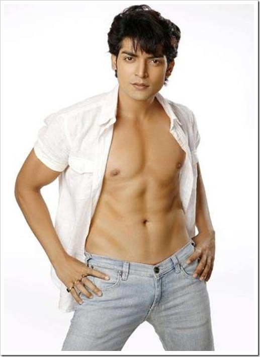 gurmeet-choudhary-shirtless-photos