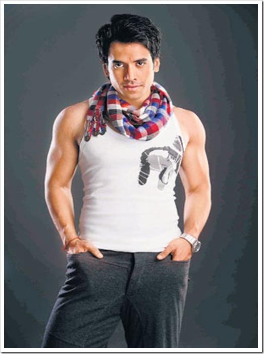 tushar-kapoor-shirtless