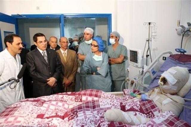 الرئيس_يزور_محمد_البوعزيزي_في_المشفى