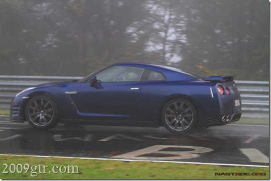 2012_Nissan_gtr_blue2
