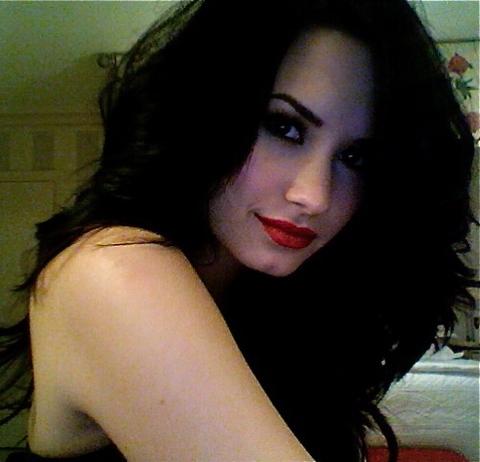 Demi Lovato: Twitter Demi-lovato-twitter-def