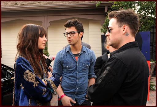 Jonas Brothers: Candids&Noticias [CLOSED] - Página 5 Wearetheworld005J