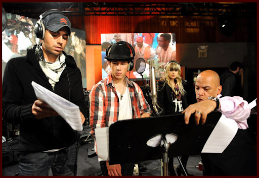 Jonas Brothers: Candids&Noticias [CLOSED] - Página 5 Wearetheworld041J