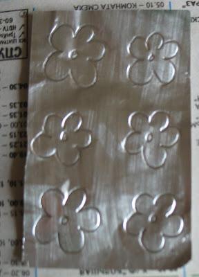 Поздравительная открытка с украшением из фольги