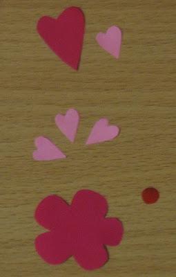 Поздравительная открытка с цветами и сердечками
