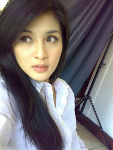 Photo Gallery: Indonesia Actress: Sandra Dewi