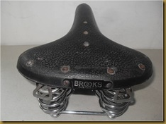 Brooks B73 - plat logo