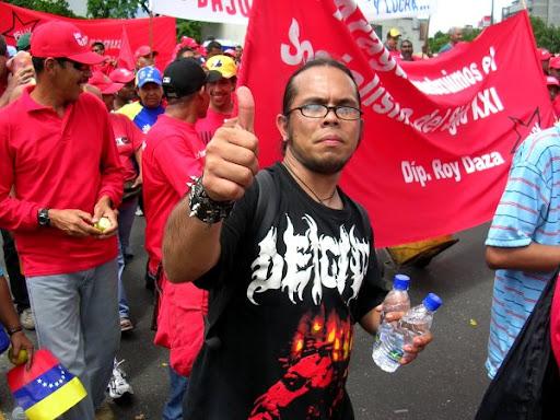 Hombre en una marcha en la Avenida Libertador Caracas Venezuela