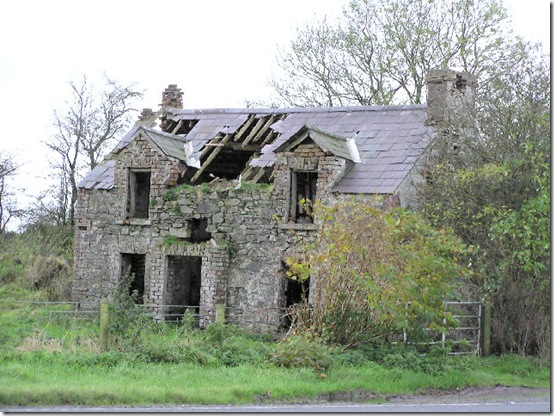 Derelict_house_at_Raw_-_geograph_org_uk_-_76559