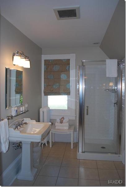 Room 4 bath 1 RS