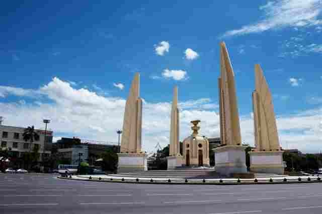 [Democracy_monument[3].jpg]