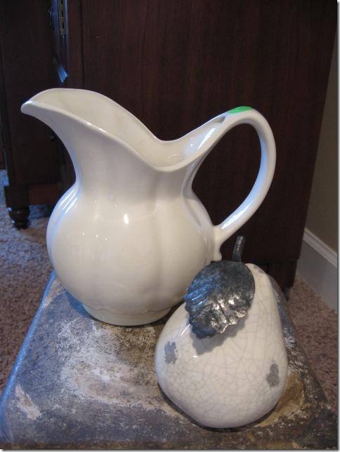 Vase & pear