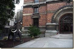 L'entrée bien gardée du Musée d'Histoire naturelle