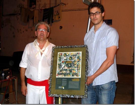 Antonio Pena, guía da Danza de Mariñeiros e David Martínez, vicepresidente de Amigos do Casco Histórico de Betanzos