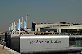 Josephine baker swimming pool on the seine great for for Piscine josephine baker