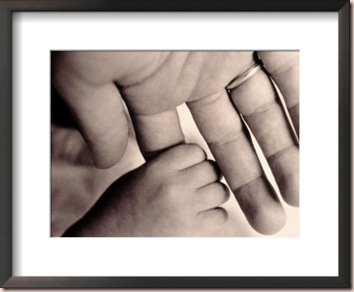 andrew-holden-babys-hand-grasping-fathers-finger