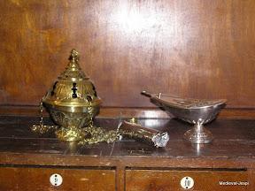 Encenser, barra de carbó liturgic i naveta (per guardar l'encens)
