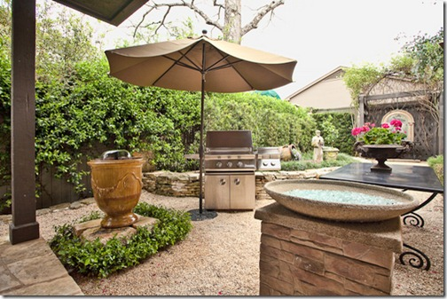 2111 Hartford Road Austin- courtyard 2