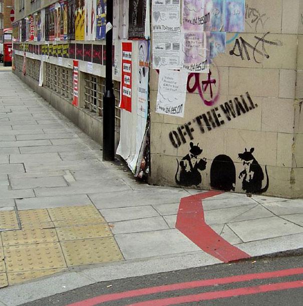 http://lh3.ggpht.com/_9F9_RUESS2E/SsXtXPAZ8mI/AAAAAAAABSo/jyWobR495EM/s800/banksy-graffiti-street-art-rat-off-the-wall.jpg