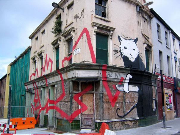 http://lh3.ggpht.com/_9F9_RUESS2E/SsXucOaF1yI/AAAAAAAABSw/aDnMTJLpslc/s800/banksy-graffiti-street-art-rat-graffiti.jpg