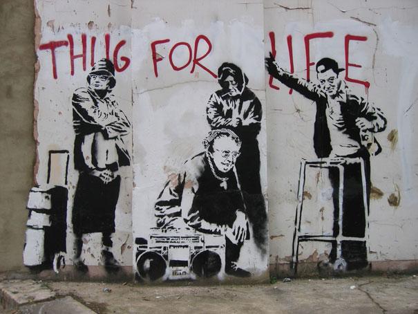 http://lh3.ggpht.com/_9F9_RUESS2E/SsXxIOmNIvI/AAAAAAAABS4/HsMYQvVCca4/s800/banksy-graffiti-street-art-thug-for-life.jpg
