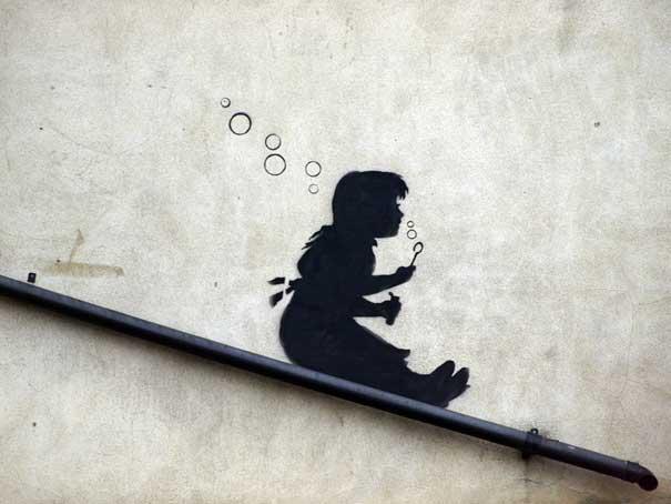 http://lh3.ggpht.com/_9F9_RUESS2E/SsZkjDpAHzI/AAAAAAAABUQ/4QJZ7FAqw40/s800/banksy-graffiti-street-art-sliding-girl.jpg
