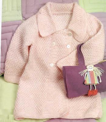 Abrigo tejido a palillo en punto arroz doble para niña de dos años