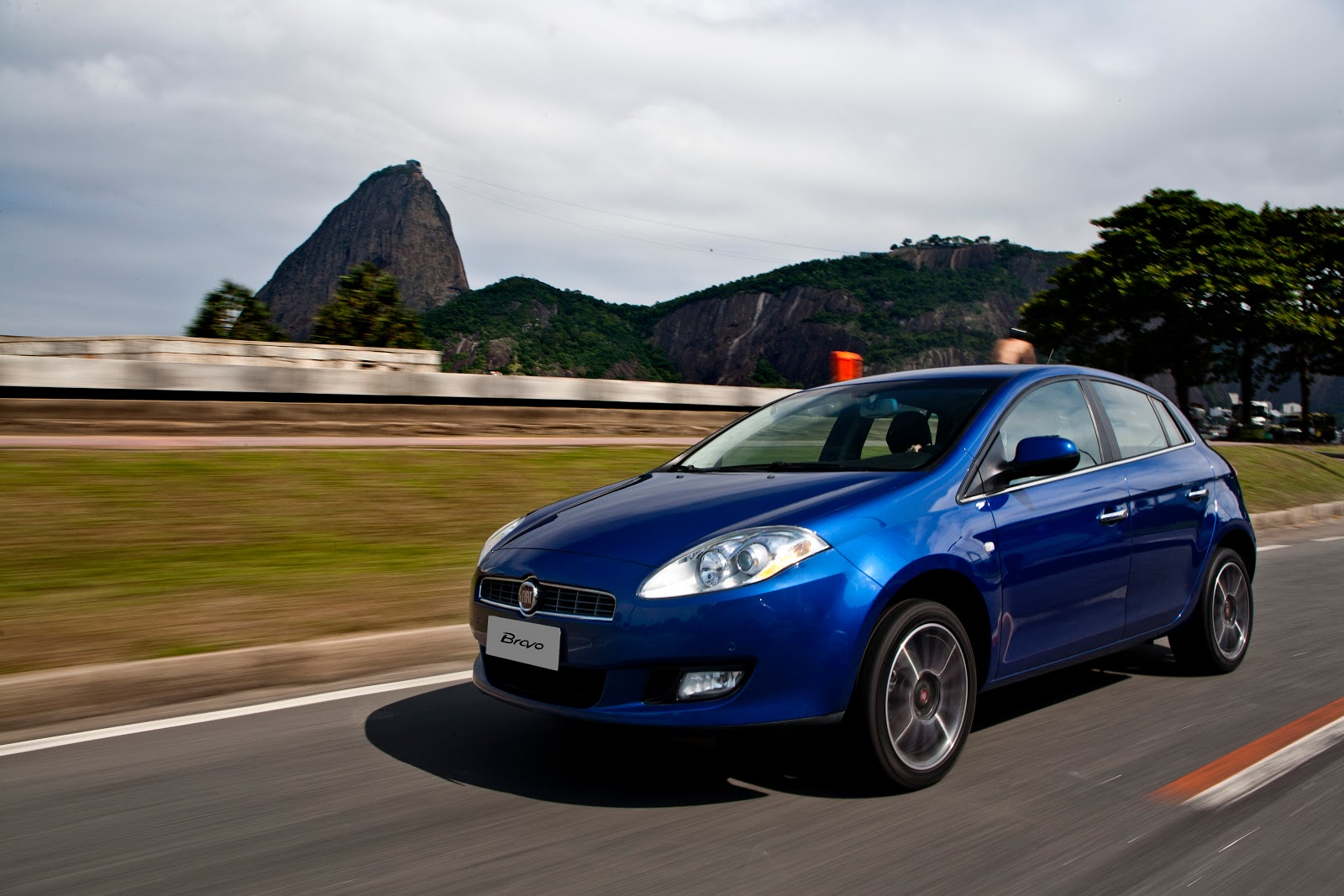 Fiat Bravo - Carboni Fiat de Videira apresenta nesta quinta (13). bravo absolute075