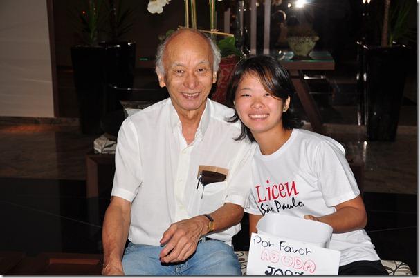 Kiroiti ao lado da Intercambista do Japão Rina Tanaka que coletava doações para sua terra após depoimento emocionante sobre a catástrofe