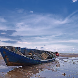 perahu parkir by Abu Bakar - Landscapes Beaches