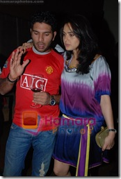 Preity_Hugs_and_kisses_12