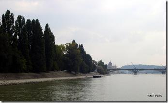 Chegando a Budapeste - ao fundo, o Parlamento
