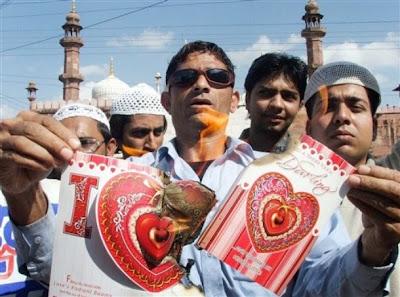 インドのヒンズー教徒がバレンタインデーにカップルに襲撃予告