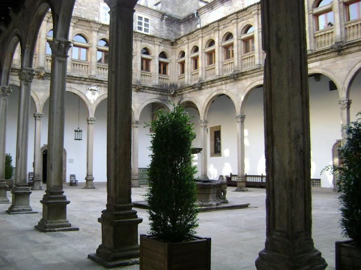 Patio interior del Parador de Santiago