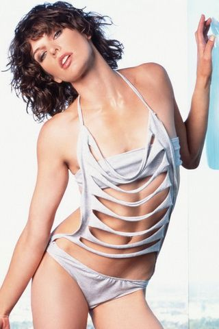iPhone Wallpaper Milla Jovovich Sexy Pose Photo