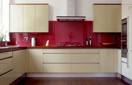 Colorful Glass Splashback Kitchen Design from Opticolor | Cimots
