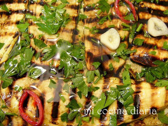 Berenjenas grilladas en aceite (Гриллованные баклажаны в масле)