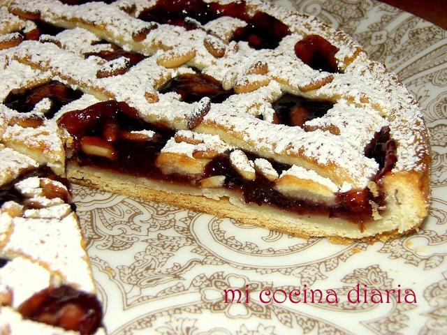 Tarta de ricotta con relleno de confitura y piñones (Творожный пирог с конфитюром и орешками пинии)