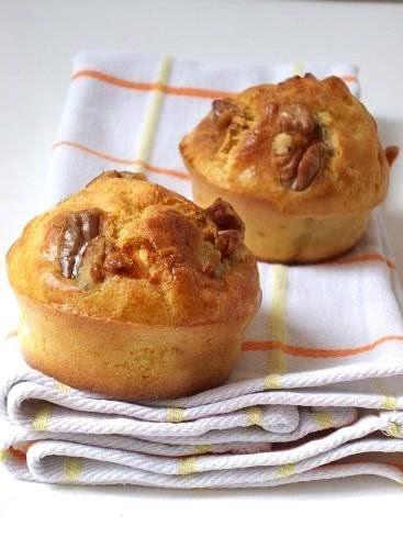 buttermilk muffins au ch vre frais salami et noix. Black Bedroom Furniture Sets. Home Design Ideas