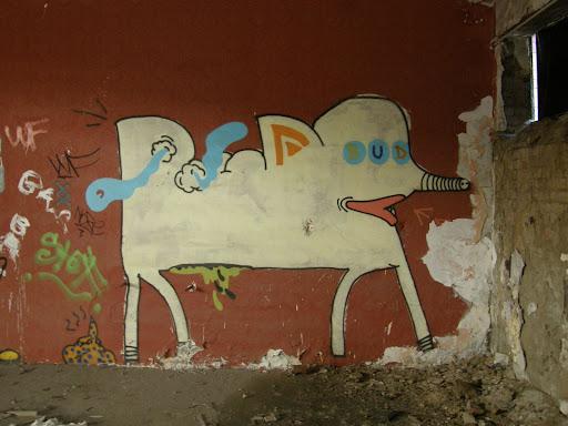 kanna, blog, Budapest, fotók, graffiti, képek, nagybani piac, Nagyvásártelep, photos for sale, photostock, stockphoto, fényképek, tegs, teg, tegek, falfirka, vandalizmus, tegelés, tegelők, Hungary, magyar, Magyarország, műemlék, paint, iparcsarnok, ipar, dark, art, bomba, LSD, funny, vicces