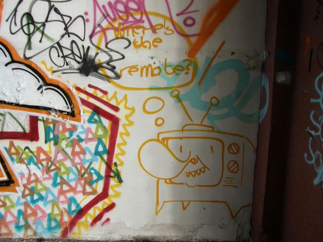 kanna, blog, Budapest, fotók, graffiti, képek, nagybani piac, Nagyvásártelep, photos for sale, photostock, stockphoto, fényképek, tegs, teg, tegek, falfirka, vandalizmus, tegelés, tegelők, Hungary, magyar, Magyarország, műemlék, paint, iparcsarnok, ipar, dark, art, bomba Where is the remote tv