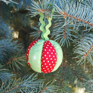crafts for christmas: no-sew quilted ball ornaments