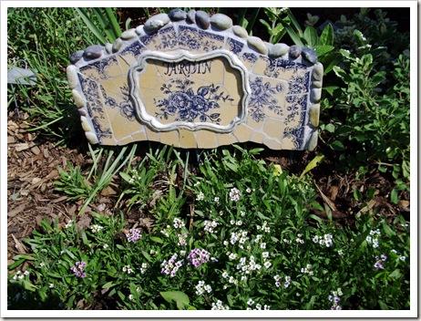 herb garden june09 007