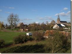 Kerniel: rechts op de foto de 'Leemzaal'. Achteraan links de voormalige pastorie